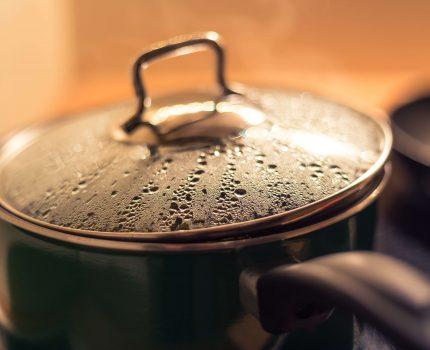 見つめる鍋は煮立たない